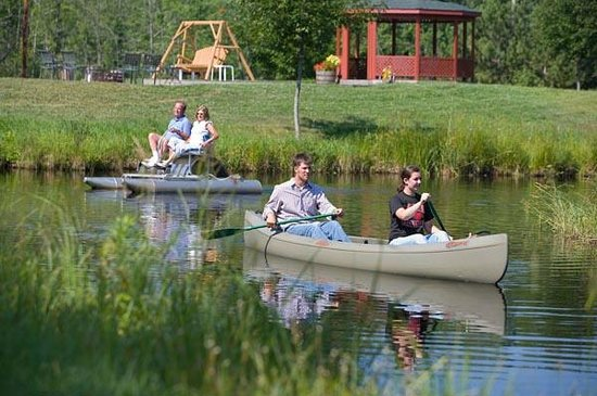 Woodland Trails Bed and Breakfast : Caoneing and Paddle Boatin our our private pond, Grace Lake Too