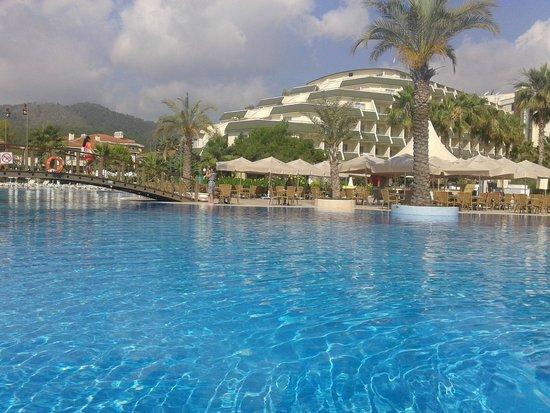Queen's Park Resort: из бассейна
