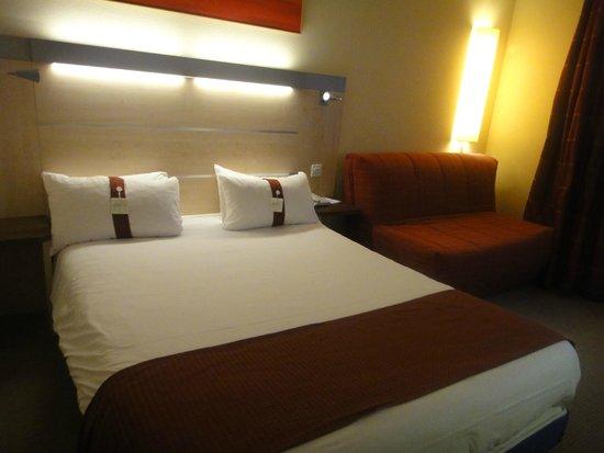 Holiday Inn Express Grenoble - Bernin : Bed