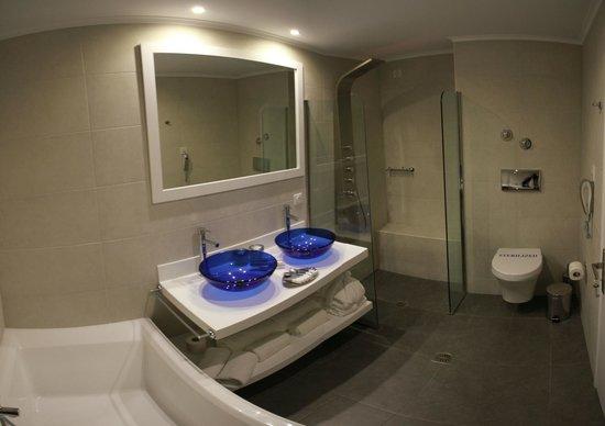 Proteas Blu Resort: Badet på suiten.