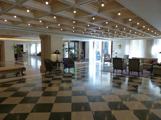 Electra Palace Athens: Hall d'entrée
