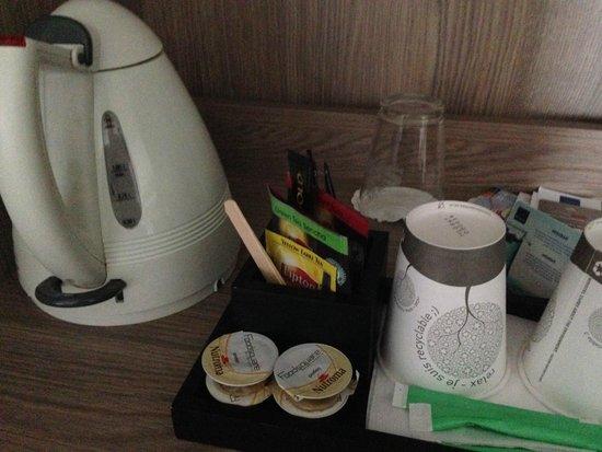 Novotel Brussels Centre: Tea & coffee facilities
