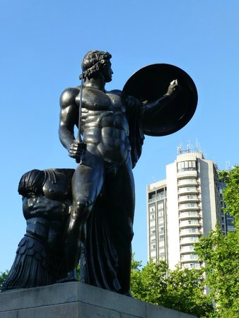 London Hilton on Park Lane: Achilles, Well Heeled