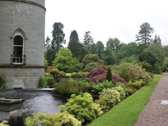 Inveraray Castle : the gardens
