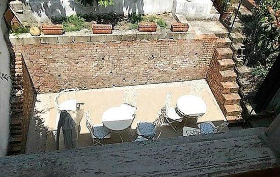 3B Beauty Bed and Breakfast: giardino interno
