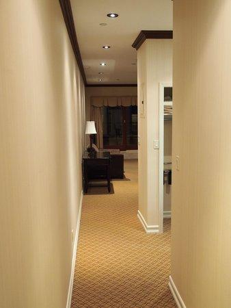 Radio City Apartments: Enterance hallway