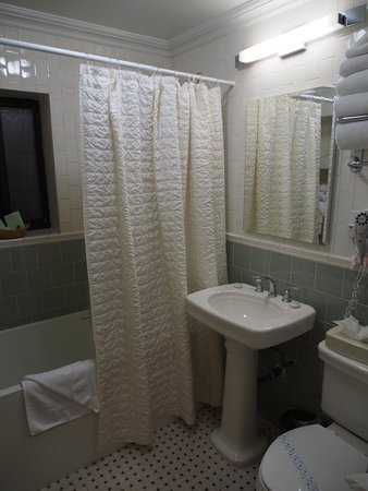 Radio City Apartments: Bathroom