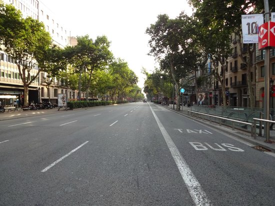 Paseo de Gracia (Passeig de Gracia): Пасео де Грасия утром