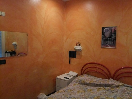 Hotel Villa Itala: стены