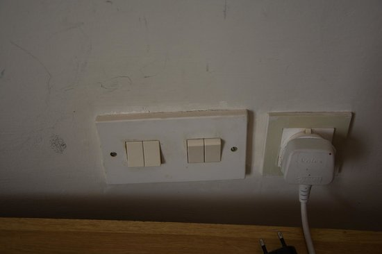 Park Hotel: Dirty plugs