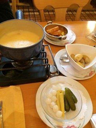 Derbystube: Cheese fondue