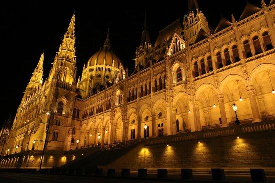 Parlement : Parlamento di notte