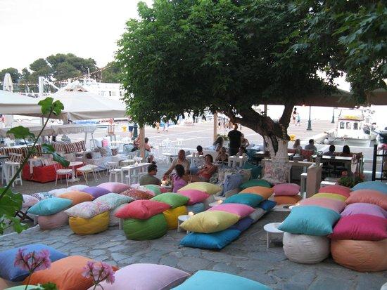 Hotel Esperides: port front cafe bar