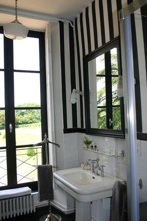 Chateau de la houssaye salle de bain rétro chambre suite régence chambre art déco