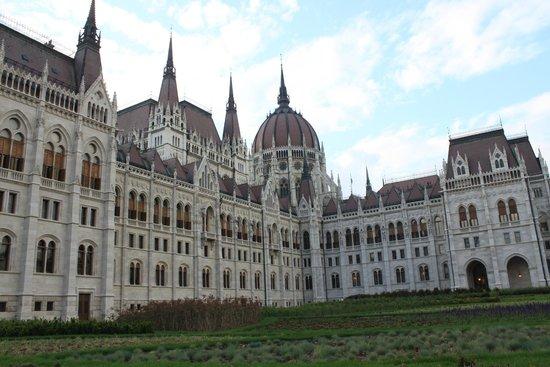 Parlement : Parlamento di giorno