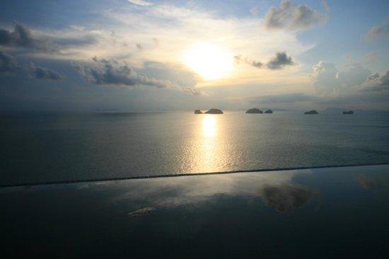 Conrad Koh Samui: プライベートプールと夕景