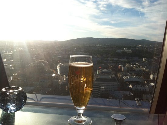 Radisson Blu Plaza Hotel, Oslo: Sun is strong at the SkyBar