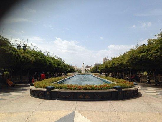 Plaza del Rosario de Nuestra Senora de Chiquinquira : Domingo por la mañana
