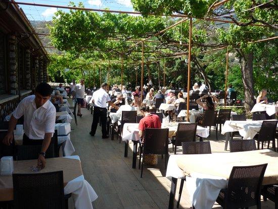 Riverside Garden Resort: Breakfast time