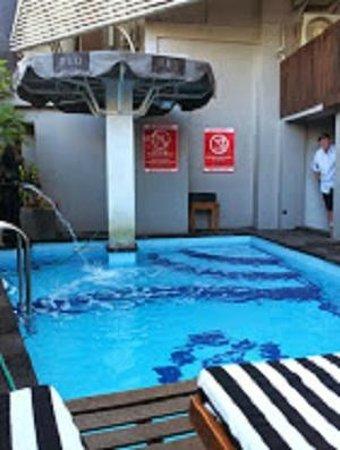 Hotel Neo Kuta Jelantik: Pool
