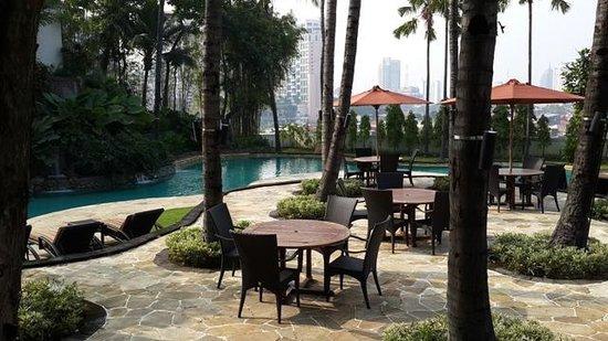 JW Marriott Hotel Surabaya: Pool