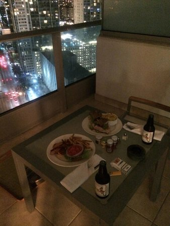 Kimpton EPIC Hotel: food ordered to the room (balcony)