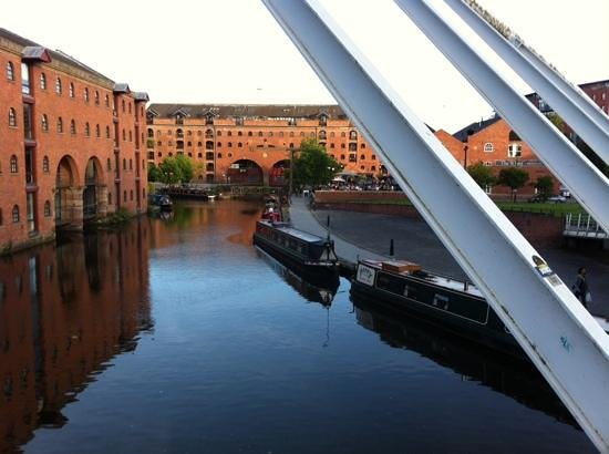 YHA Manchester: a lovely summer evening walk from the hostel