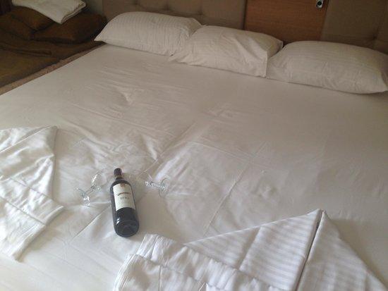 Sunrise Hotel: Complimentary wine