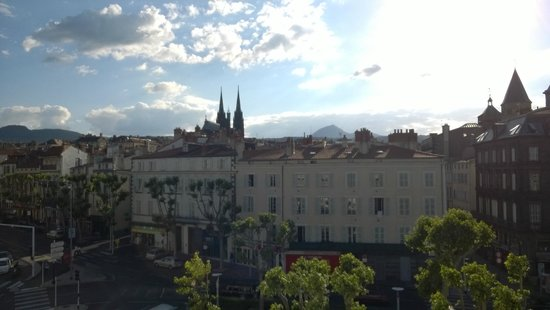 Best Western Plus Hotel Litteraire Alexandre Vialatte: view from our room on the 5th floor