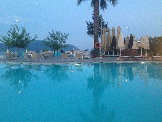 Sunrise Hotel: The pool