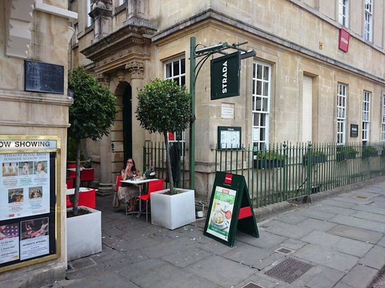 Strada - Bath: The restaurant with the small terras.