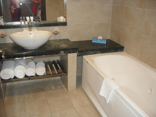 SENTIDO Apollo Blue: Bathroom
