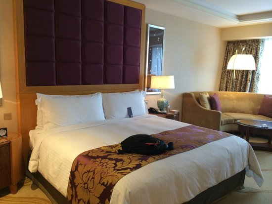 Conrad Macao Cotai Central: room is so large and very comfortable