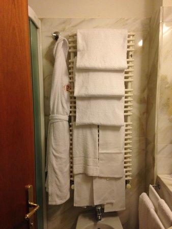 Empire Palace Hotel: Bathroom