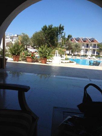 NOA Hotels Oludeniz Resort Hotel: Ausblick von der Lobby auf den Pool