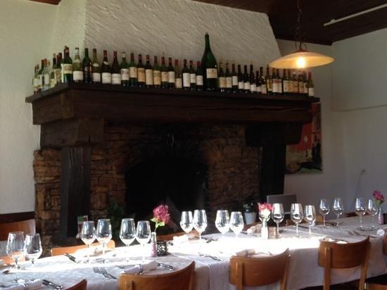 Auberge de la Couronne: Wein-Cheminee im la Couronne