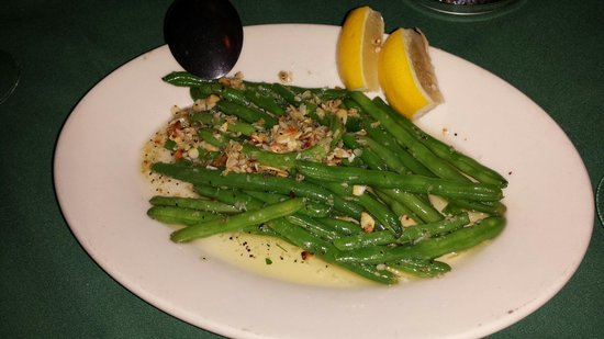 Castelli's: Green beans almondine