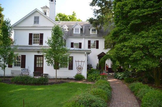 1777 Americana Inn Bed & Breakfast: jardin