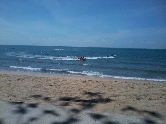 Lotus Desaru Beach Resort: Desaru beach