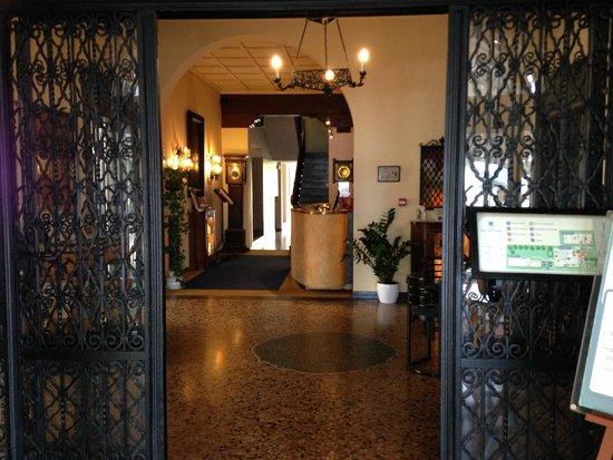 Hotel Villa Mabapa: Hotel Lobby Entrance