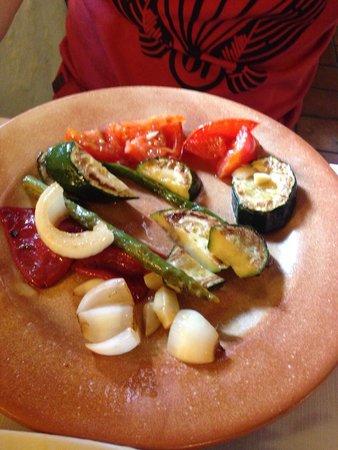 Hotel La Casa Grande de Alpandeire: Parrillada de verduras con queso
