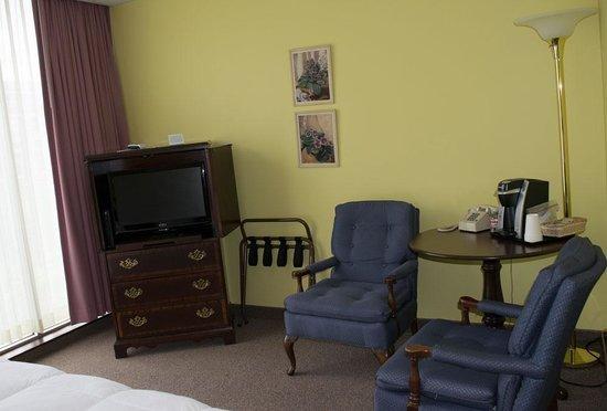 Higher Ground Hotel: Room amenities, including a Keurig coffeemaker