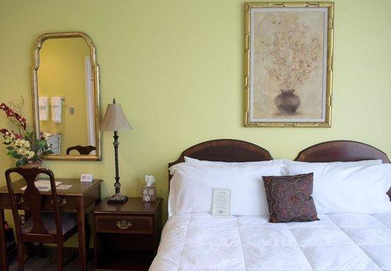 Higher Ground Hotel: Clean bedding