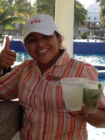Hotel Riu Palace Riviera Maya: Best Pool Area Waitress