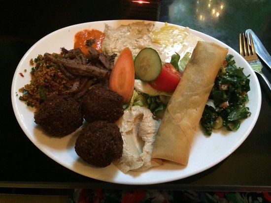 Dada Falafel: Delicious mixed plate €7