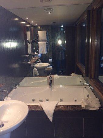 Maritime Hotel: Jacuzzi tub