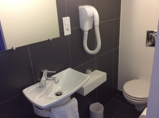 Inter-Hotel San Benedetto : salle de douche 201