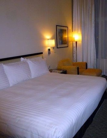 Regal Airport Hotel: King Suite