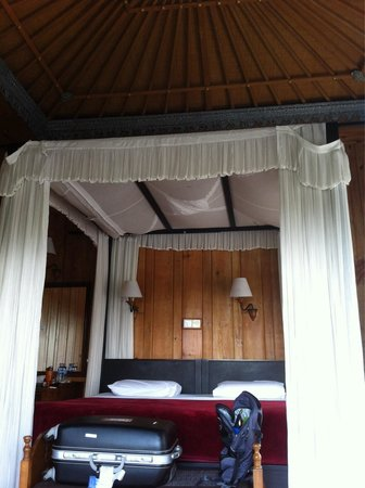 """Cendana Resort and Spa: Poster """"king"""" bed made up of two super single beds put together."""