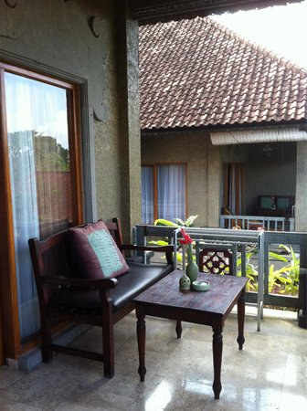 Cendana Resort and Spa: Large balcony with two persons seater at one side